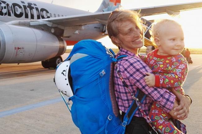 «Нету у нас денег на билеты в бизнес, мы все деньги уже на памперсы потратили»: матери поделились впечатлениями о перелетах с маленькими детьми