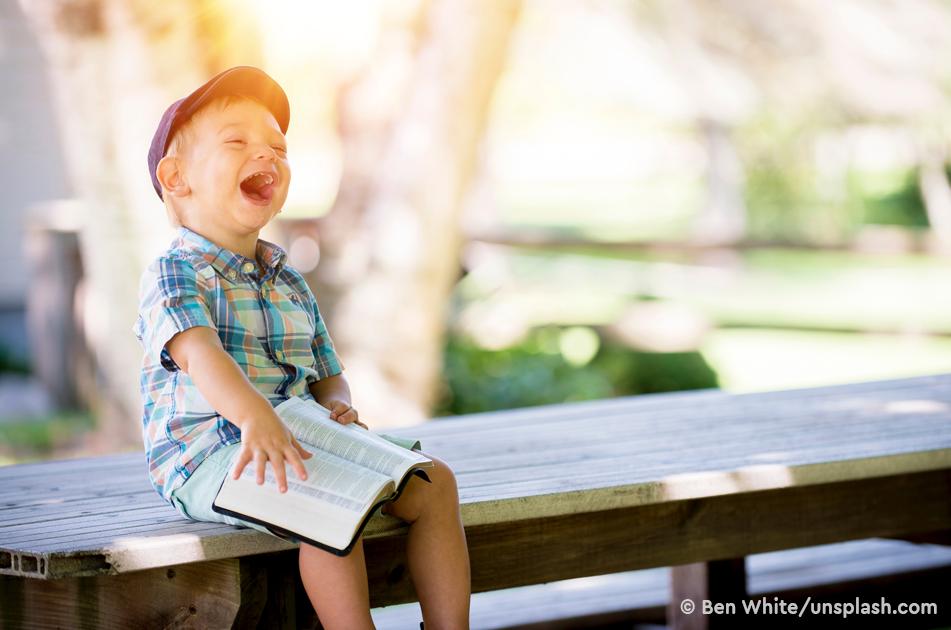 Чтение сказок тоддлерам помогает нам лучше справляться с родительством